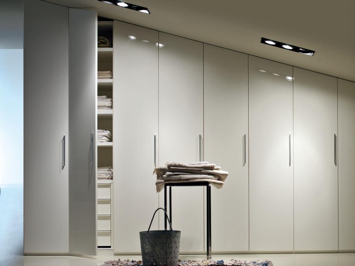 j ai pu commander facilement une armoire sur mesure. Black Bedroom Furniture Sets. Home Design Ideas