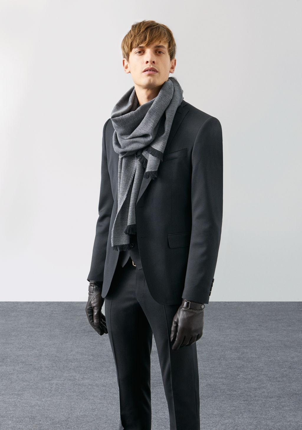 Le costume zara homme est toujours d 39 une bonne coupe et se for Veste carreaux homme zara